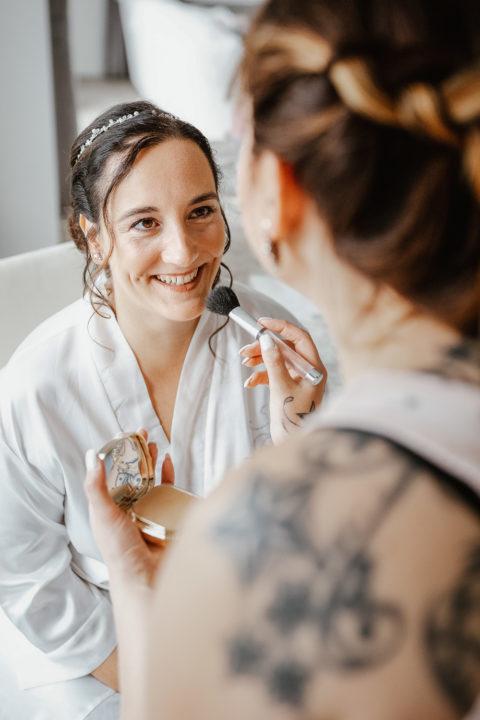 Braut schminken Vorbereitung Hochzeit