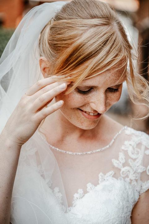 Brautshooting lächelt Hochzeit