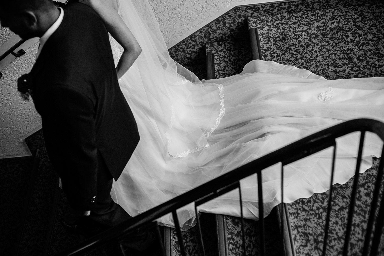 Trauung Braut geht Treppe runter neuapostolischen Kirche Hannover